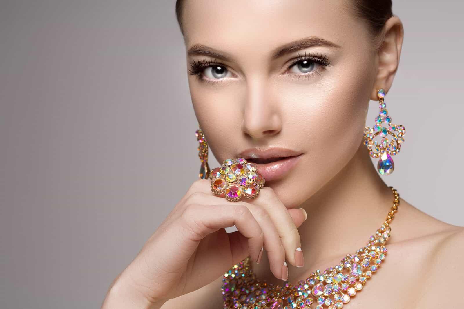 Fashion of mismatch earrings